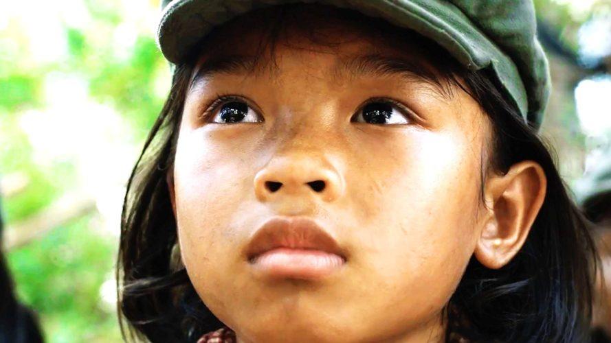"""A história de uma sobrevivente de guerra em """"First they killed my father"""""""